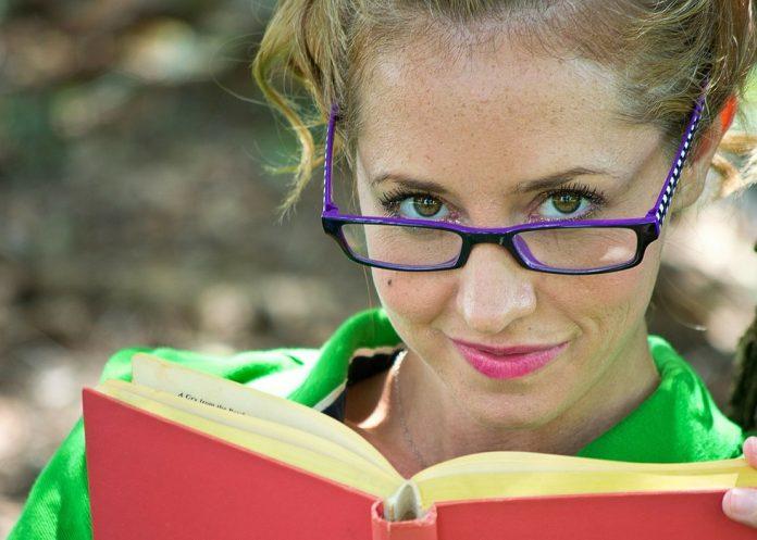 Contar histórias prática papel fundamental educação infantil