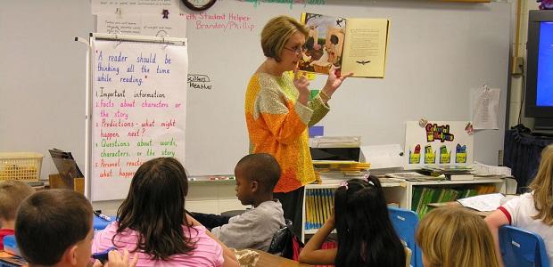 educadores incentivar guiar crianças