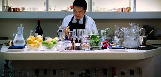 profissional pontual organizado preparar bons drinks