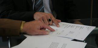 Responsável intermediar negócios seguradora cliente adquirir apólice