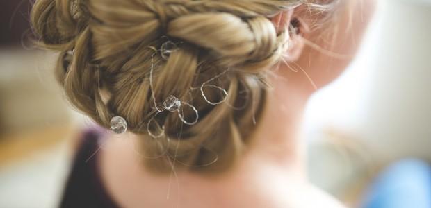 cabelos presos arrumados
