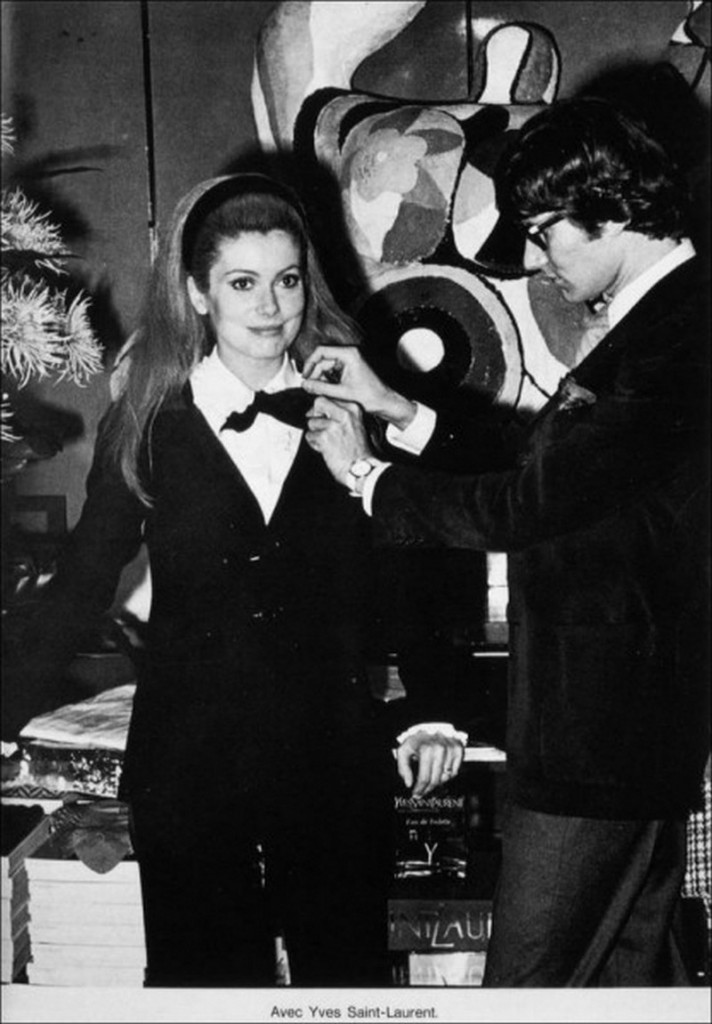 1966-Catherine-Deneuve-avec-Yves-Saint-Laurent2