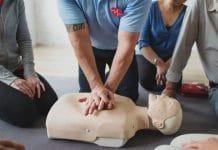 Os Primeiros Socorros são os primeiros procedimentos realizados em pessoas que sofreram algum tipo de acidente ou doença. A principal razão em prestar estes primeiros procedimentos é de evitar o agravamento do estado da vítima, mantê-la em segurança, até que a ajuda especializada dos bombeiros ou do SAMU cheguem.