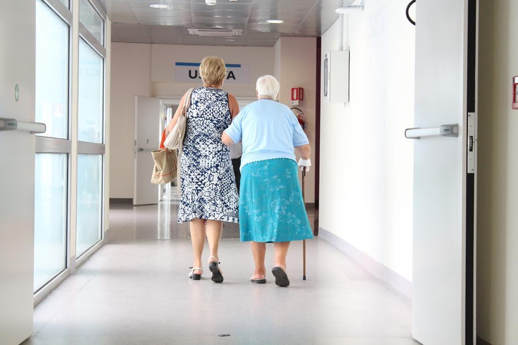 acompanhando idoso em consultas