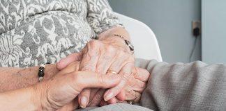 quem pode ser cuidador de idoso