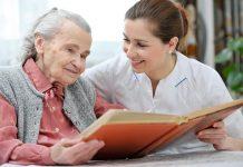 qual a roupa de um cuidador de idoso