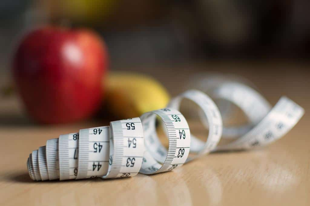 uma alimentação saudável e a prática de atividades físicas são essenciais para a perda de peso