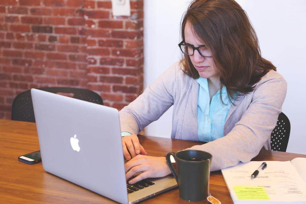 fazer um bom marketing online é uma excelente forma de se promover no mercado de trabalho