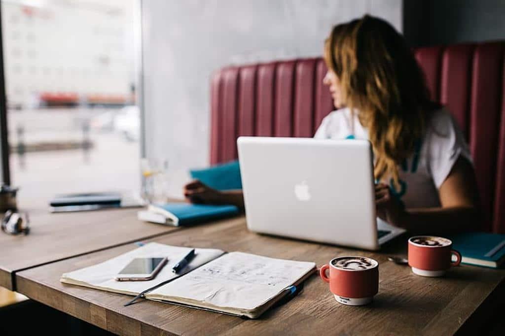 para trabalhar em um escritório também é necessário se qualificar em cursos específicos da área