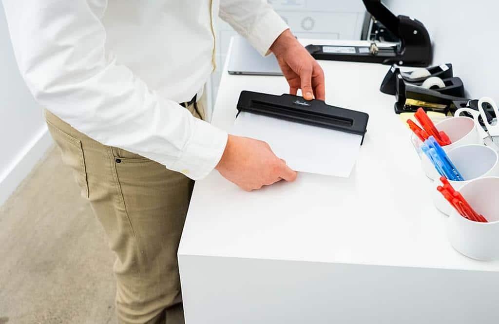 é importante que o assistente administrativo seja organizado para lidar com os documentos da empresa