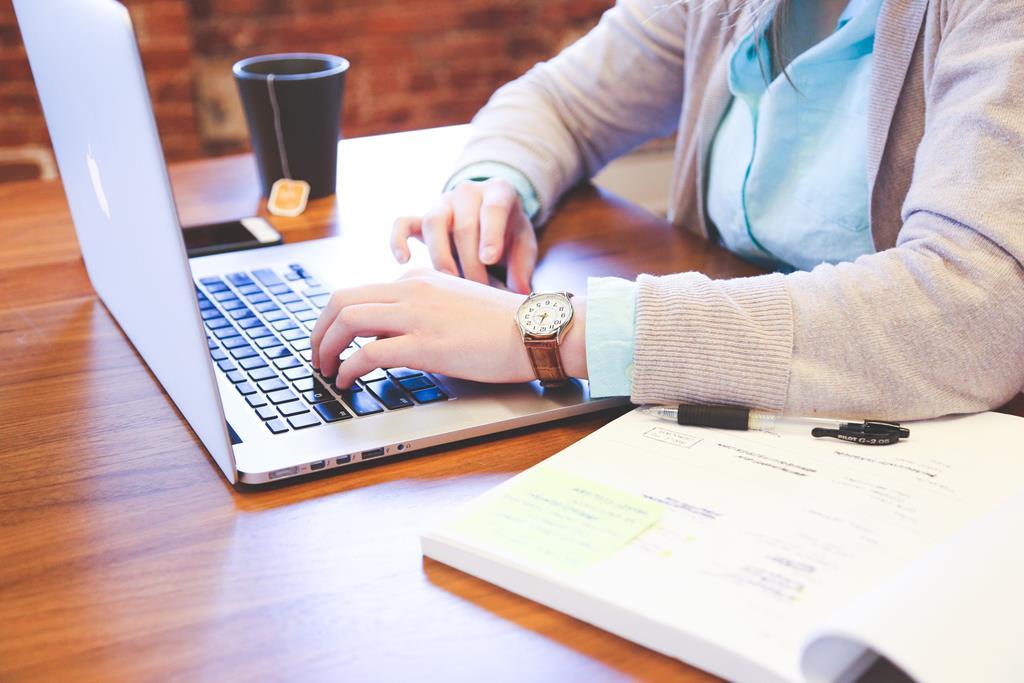 é importante destacar habilidades como digitação rápida e boa comunicação