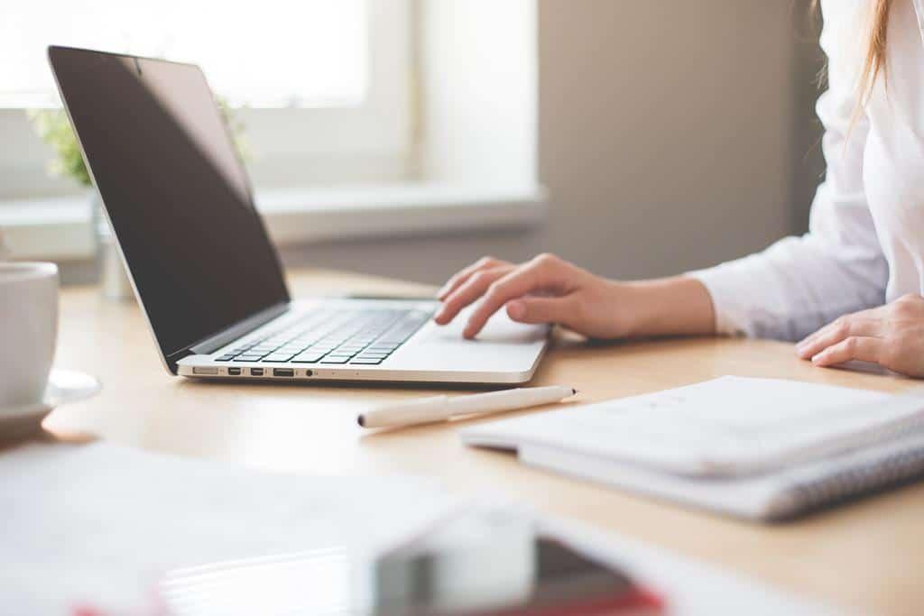 um assistente administrativo deve saber usar a tecnologia como softwares e aplicativos