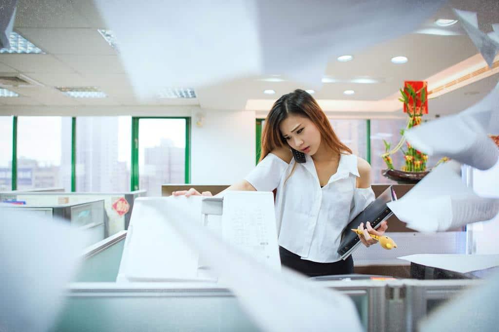 é muito comum que um auxiliar administrativo tenha que lidar com várias tarefas ao mesmo tempo