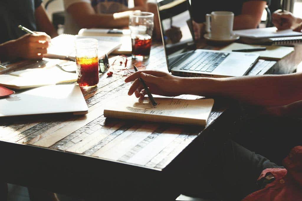 uma startup é uma empresa em fase inicial que surge a partir de uma ideia inovadora para o mercado