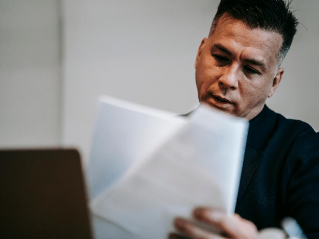 os fatores legais envolvem leis trabalhistas e segurança
