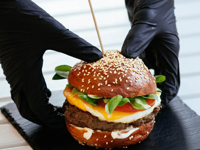 a ISO 22000 está relacionada com a manipulação de alimentos e produtos ligados ao ramo alimentício