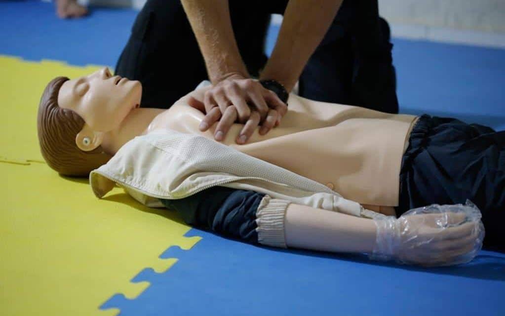 um dos erros mais comuns é realizar massagem cardíaca sem necessidade